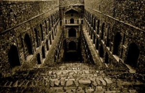 agrasen ki baoli haunted place in Delhi