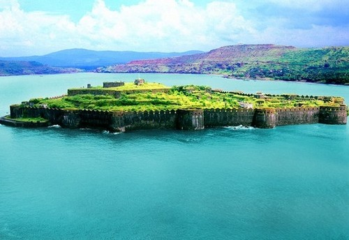 Murud Janjira Fort; murud janjira fort visiting hours; murud janjira fort history in hindi; murud janjira fort images; murud janjira fort architecture; murud janjira fort information in marathi